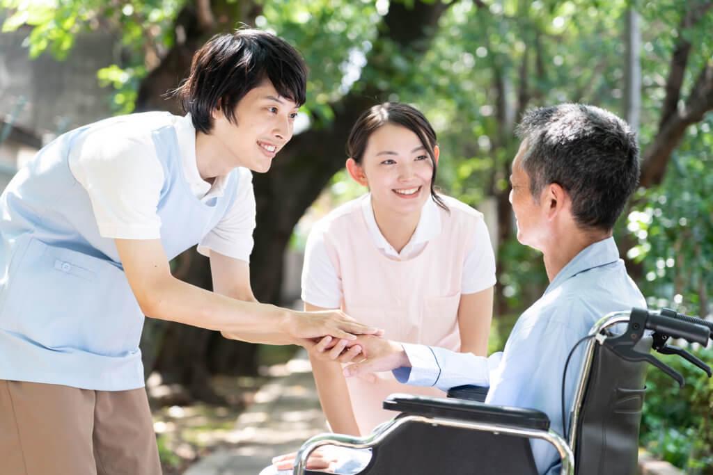 老人ホームの人員配置基準とスタッフの種類(介護士/看護師など)